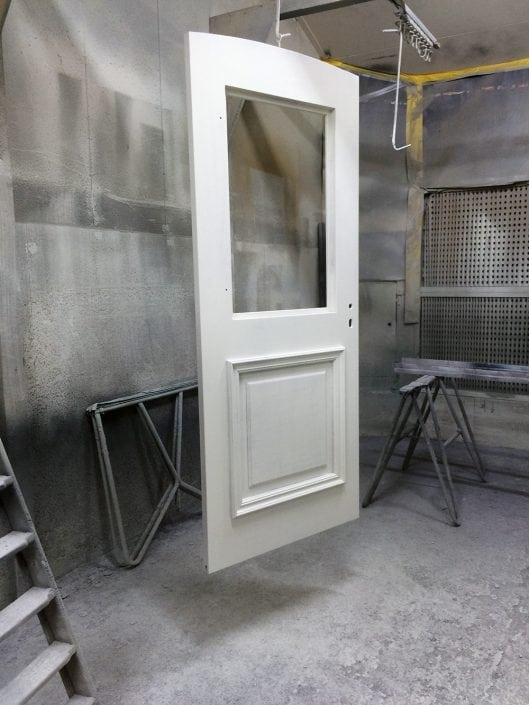 deur in spuitcabine