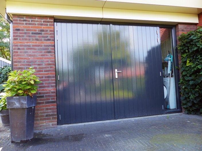 garagedeuren met groefplaat en ivana meerpuntsluiting